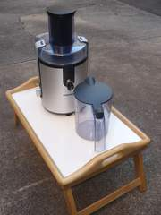 PHILIPS Centrifugal Juicer Model HR 1861,  700 W motor,  RRP $189